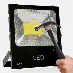 Den-pha-LED-cao-cap-ngoai-troi-01