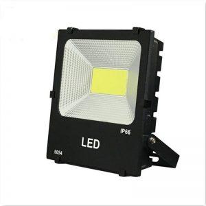 Den-pha-LED-cao-cap-ngoai-troi-03