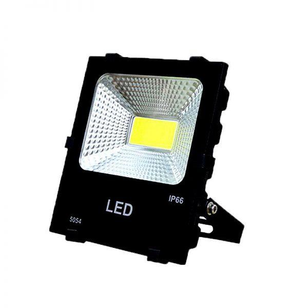Den-pha-LED-cao-cap-ngoai-troi